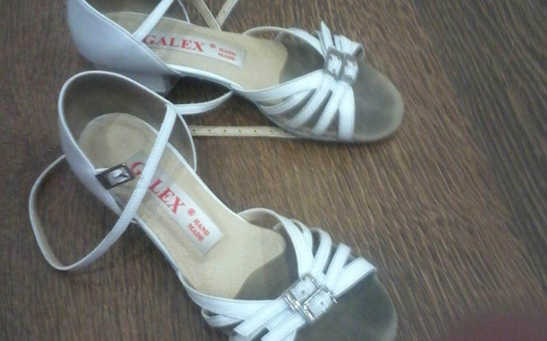 Туфли белые размер 21